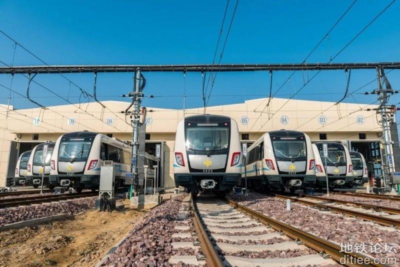 郑州第二批地铁线路定于15日恢复载客运营